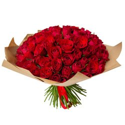 Букет из 101 красной Кенийской розы в крафт-бумаге в Санкт-Петербурге