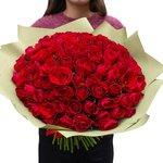 Букет из 101 красной Кенийской розы в упаковке в Санкт-Петербурге