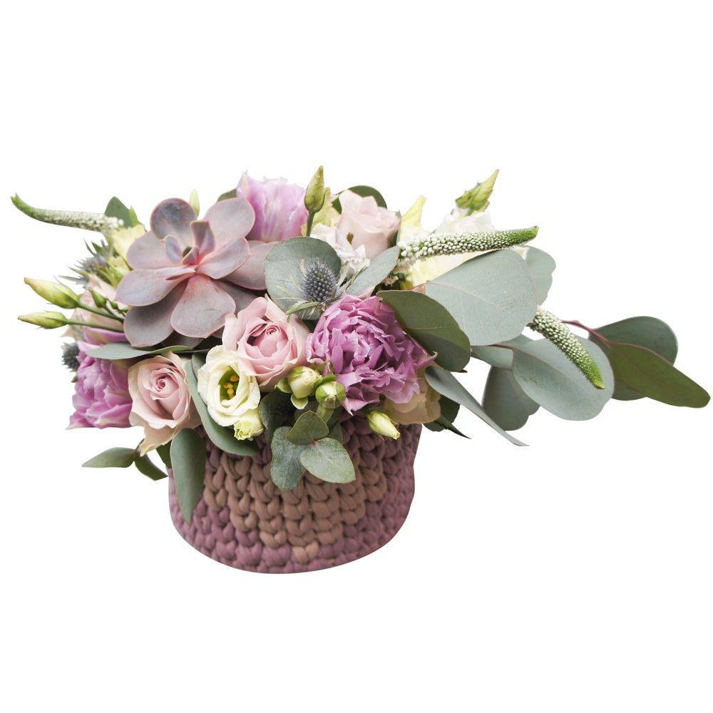 Сделано с любовью: букет в кашпо - сиреневые пионовидные тюльпаны, розы, лизиантусы и суккулент