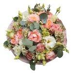 Букет из пионовидной кустовой розой Джульетта, лизиантуса, ваксфлауэра и эвкалипта в стильной упаковке в Санкт-Петербурге