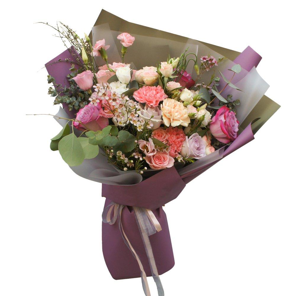 Янг: букет в корейском стиле с фиолетовыми розами и гвоздиками