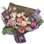 Букет в корейском стиле из фиолетовых роз, гвоздик и лизиантусов в Санкт-Петербурге