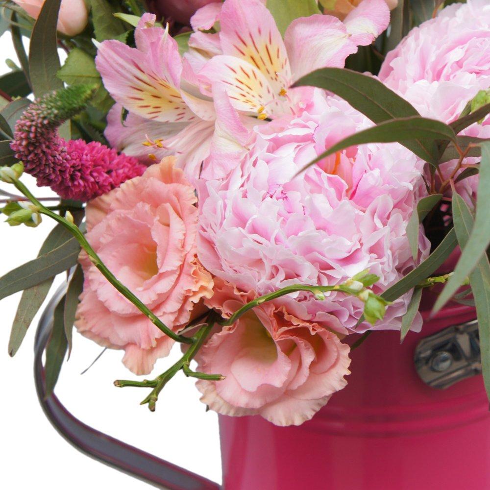 Дачный сезон в розовой лейке: с пионами