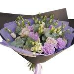 Букет из розы Морнинг Дью, гвоздик, лизиантуса и эвкалипта в стильной упаковке в Санкт-Петербурге