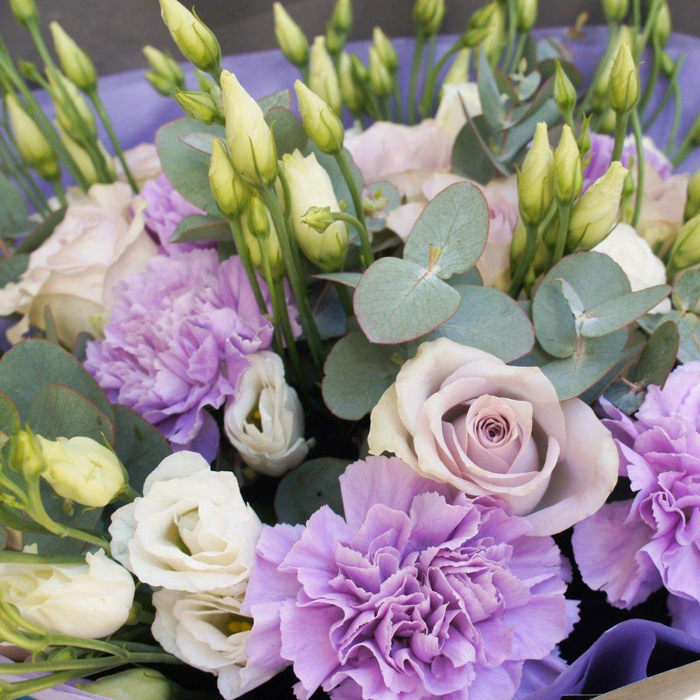 Сиреневый туман: роза Морнинг Дью и лунные гвоздики