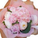 Букет из розовой гортензии и розовых пионов в Санкт-Петербурге