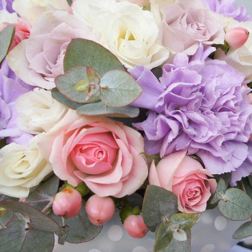 Малика: роза Морнинг Дью, лунная гвоздика и гиперикум
