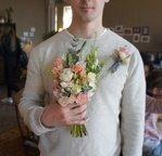 Букет невесты растрёпыш с суккулентом, бордовыми пионами, пионовидными розами Рэд Пиано в Санкт-Петербурге