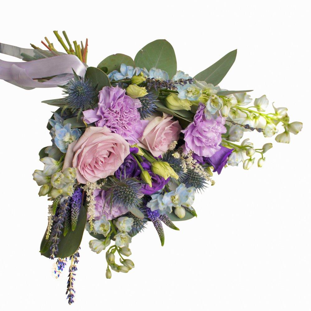 Номер 23: с розами Морнинг Дью, дельфиниумом и лавандой