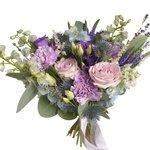 Букет невесты растрёпыш с дельфиниумом, лунными гвоздиками и розами Морнинг Дью в Санкт-Петербурге