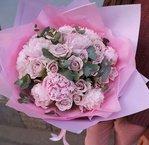 Букет из розовых пионов и роз Морнинг Дью в Санкт-Петербурге
