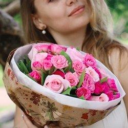 Букет из розовых роз и кустовых розовых роз с доставкой в Санкт-Петербурге