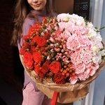 Букет в технике омбрэ с пионовидными розами в Санкт-Петербурге