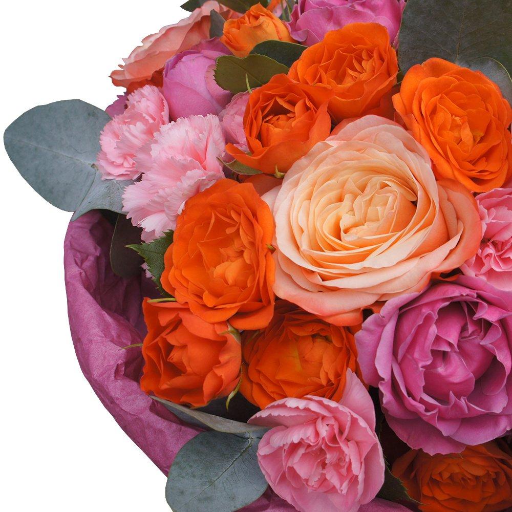 Свидание на крыше: розы Кахала, Мисти Бабблз и кустовые оранжевые