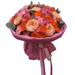 Букет роз Кахала, Мисти Бабблз и кустовых оранжевых в Санкт-Петербурге