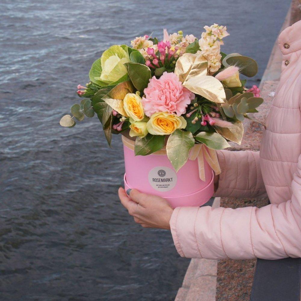 Шляпная Коробка Недели: свежие цветы по акции
