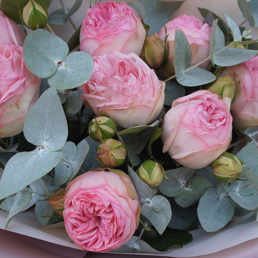 9 роз Брайдал Пиано с эвкалиптом в упаковке
