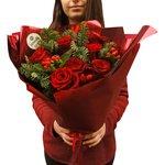 Новогодний букет из 9 красных роз в Санкт-Петербурге