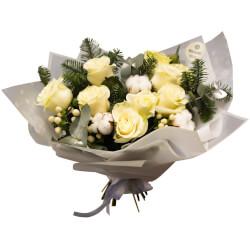Новогодний букет из 9 белых роз в Санкт-Петербурге