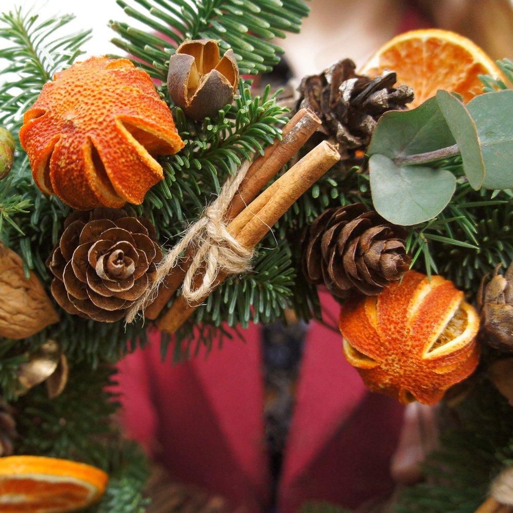 Рождественский венок №17: из еловых веток и сушеных апельсинов