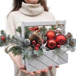 Новогодний подарок с еловыми ветками в Санкт-Петербурге